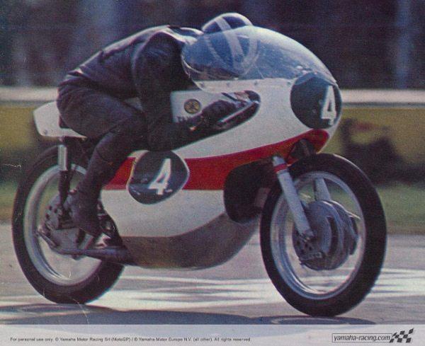 Phil Read na sua RD56 de 250cc em 1964