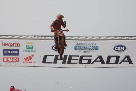 Hector Assunção conquista o título da MX2
