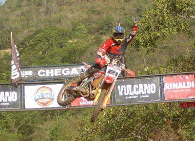 Wellington Garcia viaja 1.400 km, depois de participar do Arena Cross, para vencer no Goiano de MX