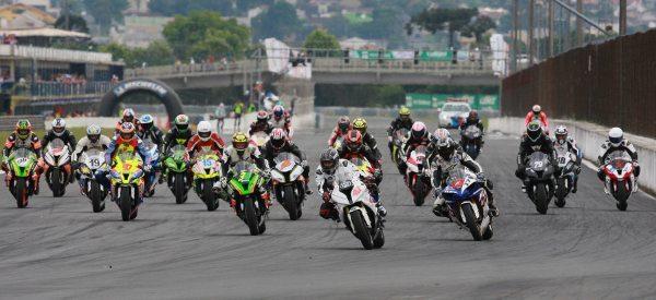 Largada da GP Light na 6ª etapa do Moto 1000 GP em Curitiba