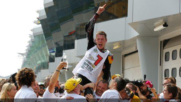 """... quem leva o título da Moto2™ em 2014 é Esteve """"Tito"""" Rabat"""