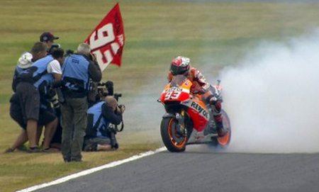 Márquez comemora a conquista do bicampeonato de MotoGP