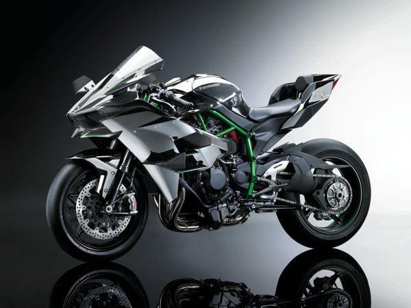 Arrojo aparece em cada detalhe da motocicleta