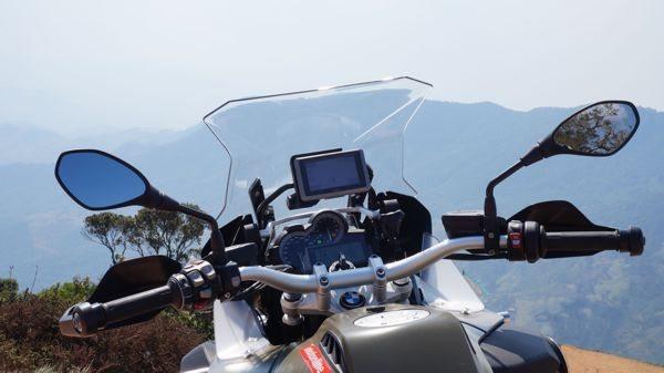 Painel completo prevê um suporte para o GPS Garmin Nüvo 660