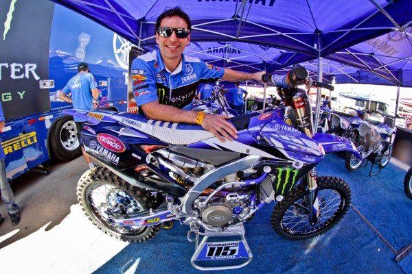 Tudo azul com o espanhol e sua Yamaha