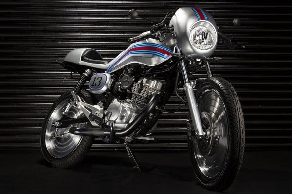 Cafe-BoldCap mostra as rodas com uma calota que cobre os raios e dá um efeito aerodinâmico que aumenta a estabilidade - Usado nas motos de recorde nos anos 60