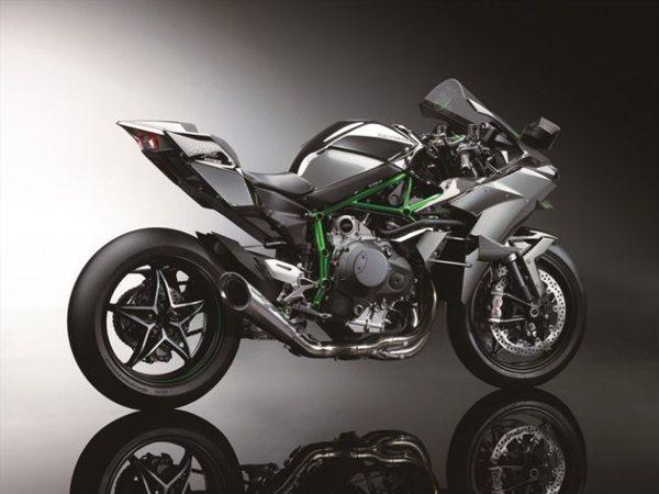 Entre as novidades da Kawasaki está a Ninja H2R, com motor de 998cc assistido por turbocompressor