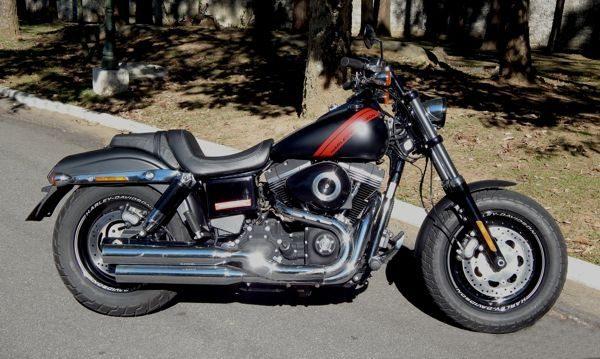 Fat Bob - A linha clássica de uma Bobber imortalizada pela fábrica Harley-Davidson