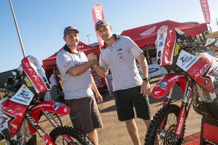 Guto (à esquerda) e Ike Klaumann prontos para a disputa do Rally Rota Sudeste