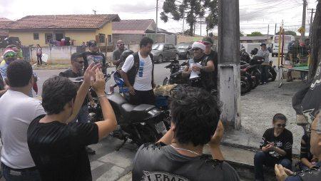 Em Curitiba Papai Noel deixa as renas em casa e vai de moto