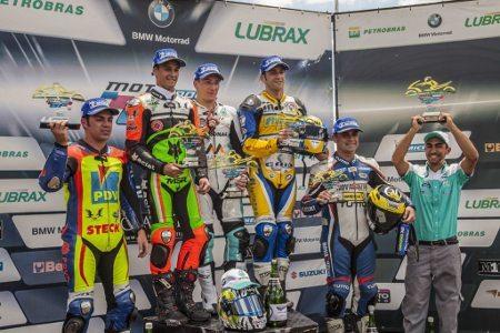 O pódio da GP 1000 com Gutierrez, Ribodino, Lussiana, Praia e Douglas