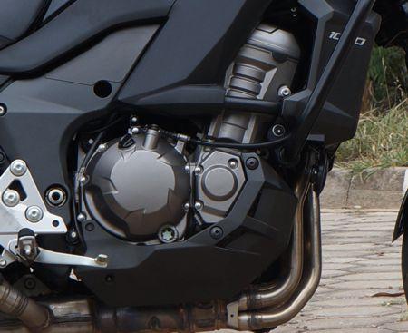 Motor de 1043 cm3 proporciona mais torque e facilidade de conduzir na Versys 1000 do que na Z1000