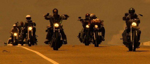 Uma paixão entre os motociclistas é andar em comboio.