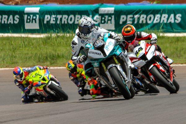 Matthieu Lussiana é o campeão de 2014 na principal categoria do Moto 1000 GP