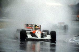 Senna se destacava em piso molhado - imagem de divulgação FIA