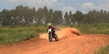 Granado treina forte com moto no interior paulista - foto do arquivo pessoal do piloto