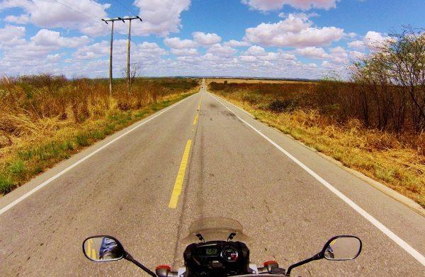 Estrada a caminho de Acopiara, uma rodovia em ótimo estado. Um convite ao prazer de pilotar