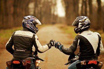 Amizade e solidariedade fazem um trânsito melhor