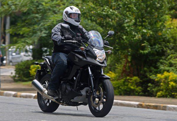 Conforto é um destaque na NC 750X e a moto tem boa ergonomia