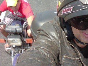 Na barraca quando não tinha pousada no lugar e ajudando motociclistas em dificuldades