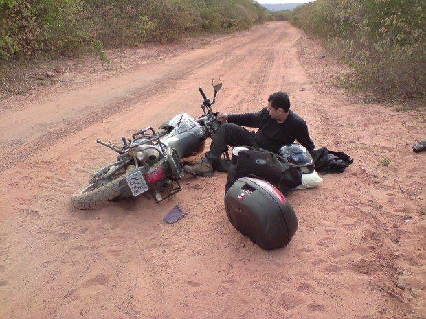 As vezes não tinha estrada, mas tinha que chegar e nesse desafio os tombos eram previsíveis