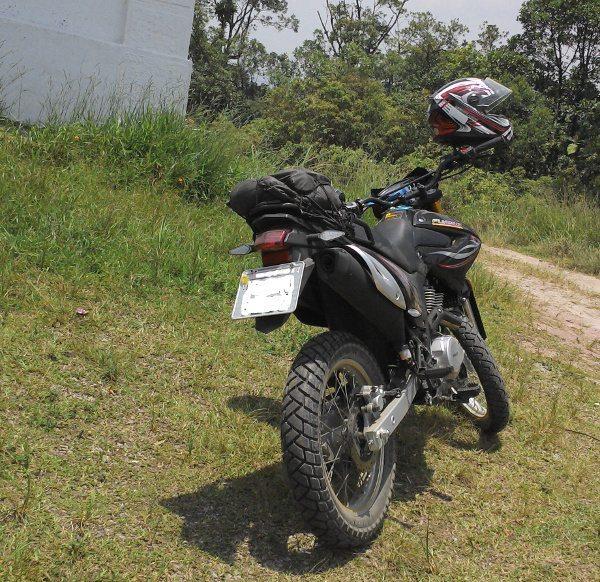A moto da Marello Motos: trilha enquanto a minha moto estava na concessionária