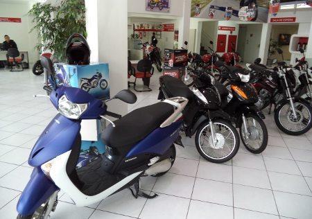 A alta nos preços dos combustíveis favorece o mercado de motocicletas