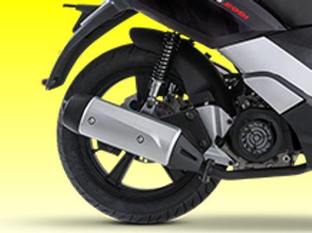 Motor de scooter se move junto com a roda