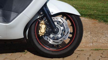 Freios com ABS e pinça com fixação radial