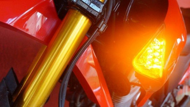 Piscas em LEDs integrados às laterais do tanque