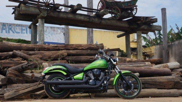 Kawasaki Vulcan 900 Custom, no estilo mais radical que ela adquiriu nesses anos todos