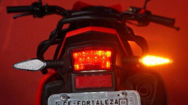 Lanterna e piscas em LEDs