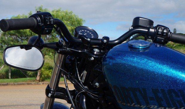 Tanque com pintura metalizada azul, era a última moda nos anos 60 para os Hippies que confeccionavam choppers