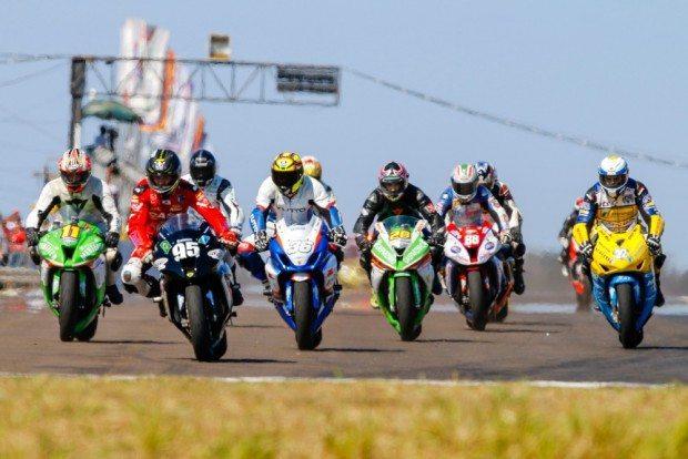 Os pilotos da GP Light disputam o título do Brasileiro de Motovelocidade com motocicletas de 1.000 cilindradas - foto: Rodrigo Ruiz
