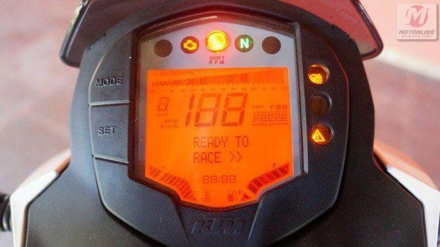"""O espirito dessa moto está claro, logo quando se liga a chave: """"Ready to race"""""""