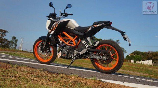 Pequena, ágil e leve essa moto preenche todos os requisitos para uma pilotagem divertida, mas sem excessos