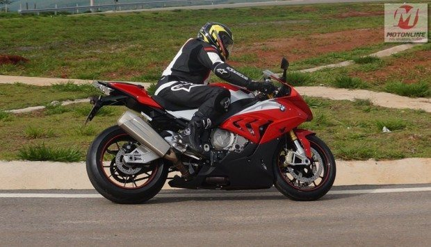 ABS, controle de tração e suspensão ativa fazem da S 1000 RR uma moto muito fácil de se pilotar rapidamente