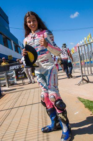 A piloto Maria Fernanda durante a primeira etapa em abril de 2015 - foto: Ricardo Santos