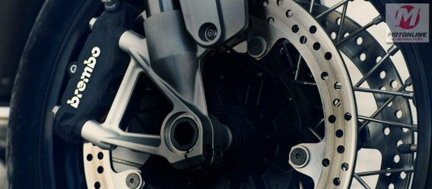 Freio com pinça de fixação radial na dianteira - Poderosos e seguros com o ABS