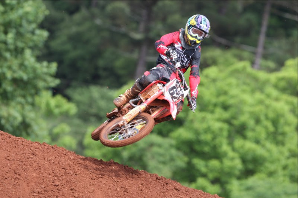 Leonardo Almeida conquista título antecipado na categoria Júnior do Brasileiro de Motocross - foto: