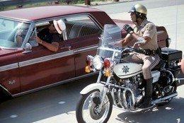 Patrulhando as estradas californianas a bordo de motocicletas Kawasaki Police