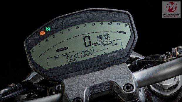 O painel é todo digital e todas as configurações da moto podem ser verificadas através dele e alteradas com os botões do punho esquerdo