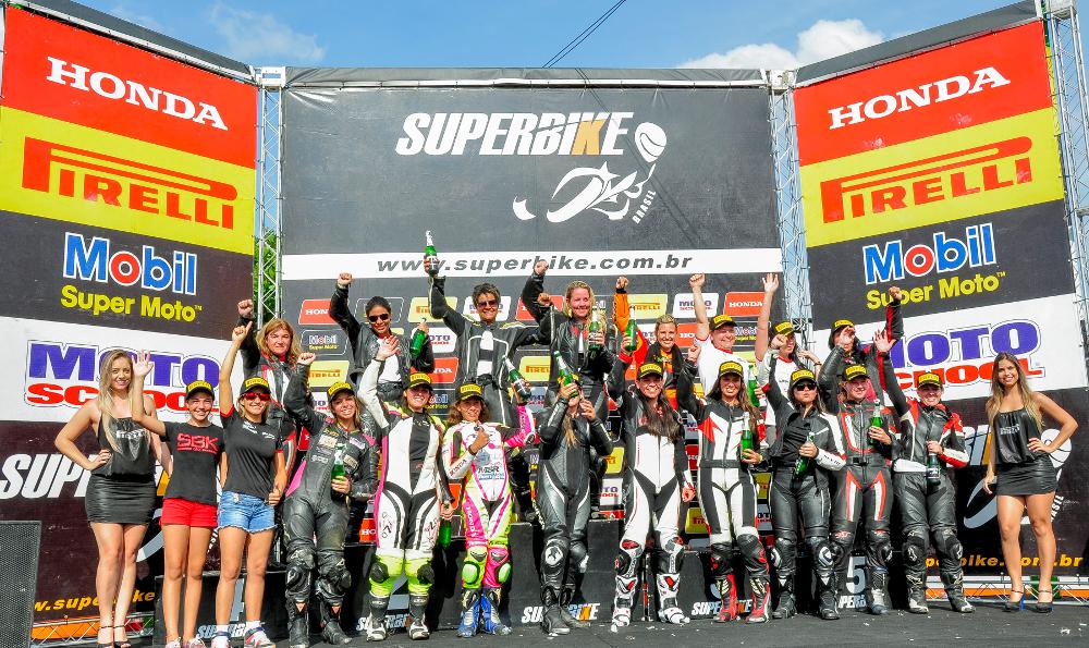O SuperBike Brasil  promove corrida só com mulheres para divulgar o esporte e aproximar as mulheres das pistas - foto: Ricardo Santos