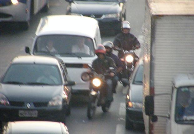 Ingenuidade achar que esse capacete lhe traz algum tipo de segurança