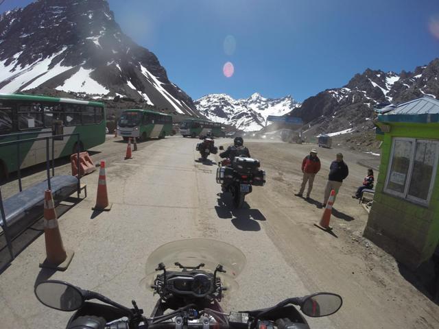 Na aduana da fronteira saindo do Chile e entrando na Argentina