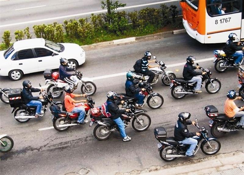 Motos: porrada de todos os lados; Abraciclo mostrou a evolução tecnológica a serviço da segurança do trânsito e do motociclista