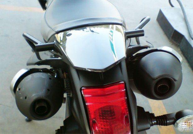 A monocilíndrica Yamaha XT 660 tem dois escapamentos devido ao tamanho exagerado do catalisador - foto: XT660.net