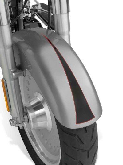 A nova roda dianteira de 17 polegadas e o pneu traseiro mais largo, de 200 mm, marcam o lendário visual da Fat Boy® em 2007