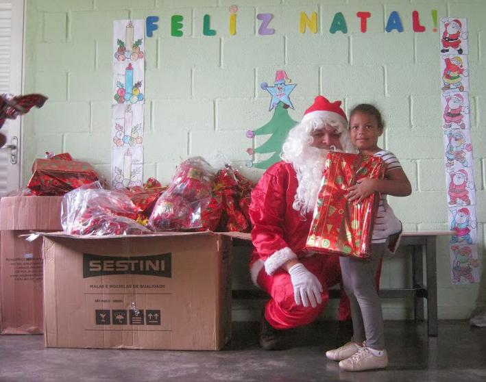 No Natal Caridoso de 2014, Papai Noel fez a alegria da criançada