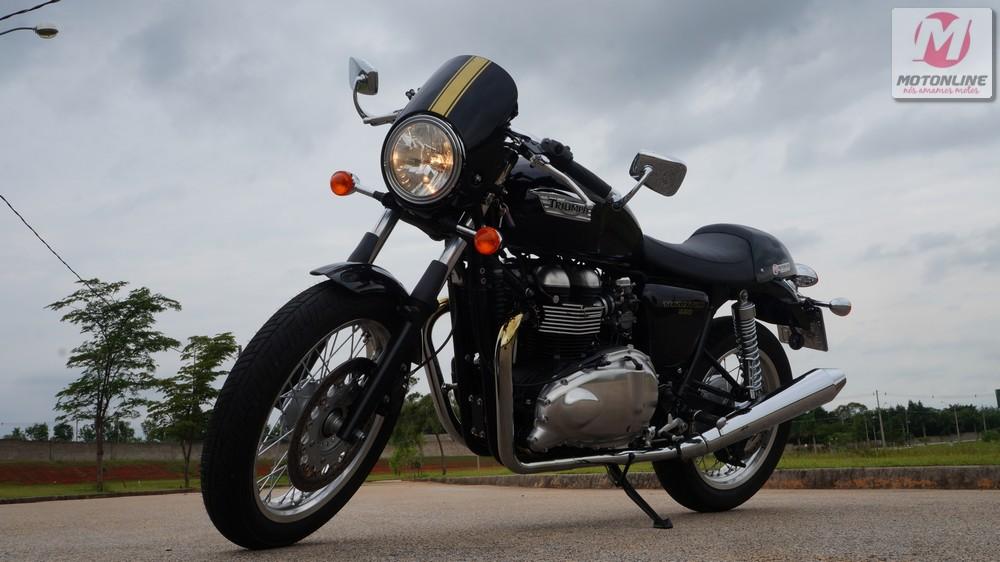 Triumph-Thruxton-57